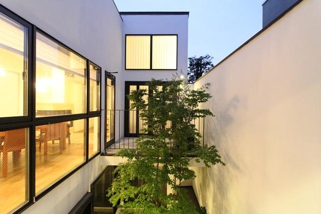中庭のある家(1)の写真 中庭(夜間)