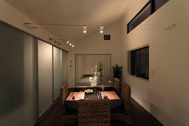 パーティーキッチンの家(1)の部屋 シックな雰囲気のダイニング