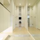 QUALIAの住宅事例「ベネツィアンモザイクタイルが映えるホワイトを基調とした上品な空間」