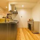 高級旅館の内風呂のような浴室がある和とレトロな質感に包まれた住まい