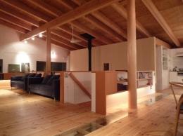 栃木県那須町・薪ストーブと土間の家|那須の週末住宅 (2階リビング)
