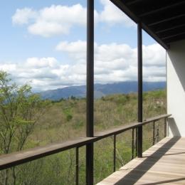 2階テラス (栃木県那須町・薪ストーブと土間の家|那須の週末住宅)