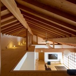 素直な家 (屋根裏空間)