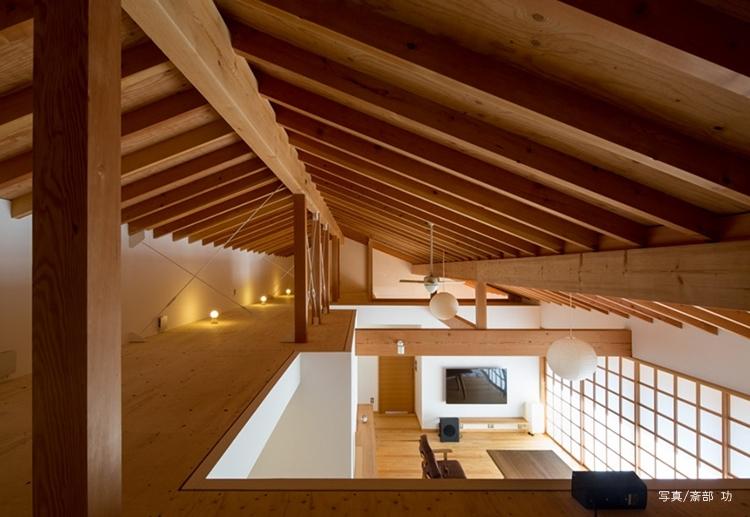 素直な家の部屋 屋根裏空間