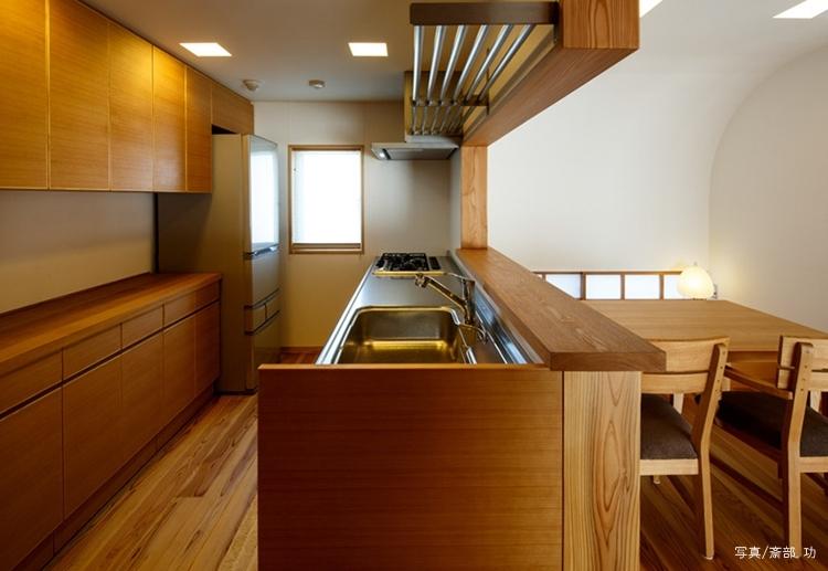 素直な家の部屋 キッチン