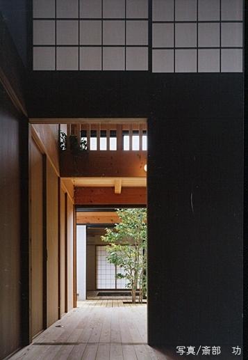 風の家の部屋 中心に中庭3
