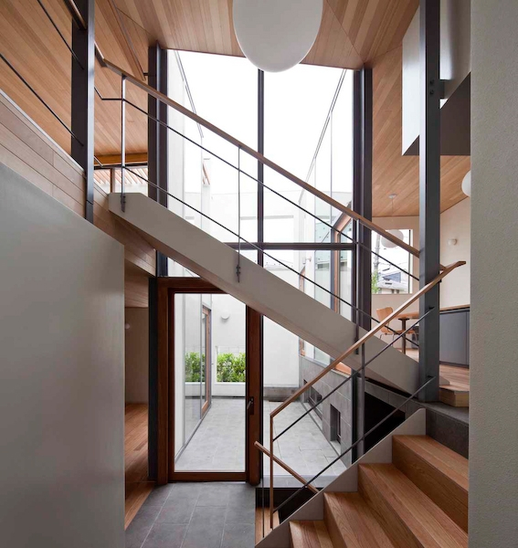 YM houseの部屋 階段1