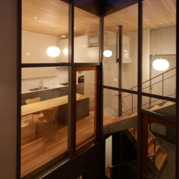 YM house (外から眺めるリビングダイニング)