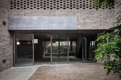 Villa Kanon (中庭から眺めた店舗スペース)
