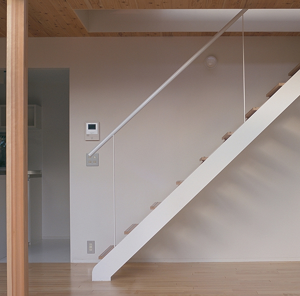 前原の家の部屋 階段(撮影:小倉康正)