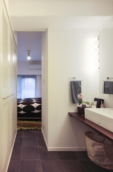 SY/Tの写真 ベッドルームへの通路(撮影:Tomohiro Sakashita)