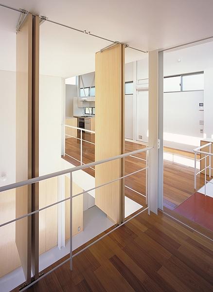 IZ HOUSE (間仕切り(撮影:平井広行))