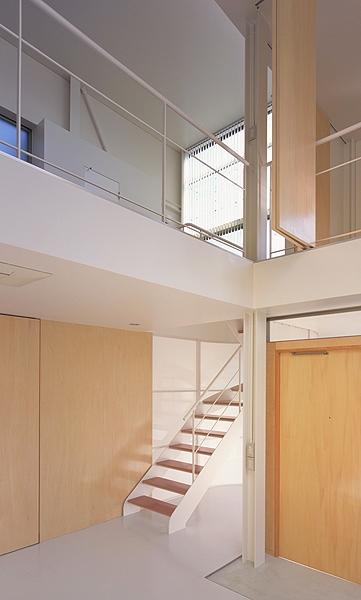 IZ HOUSEの写真 階段(撮影:平井広行)