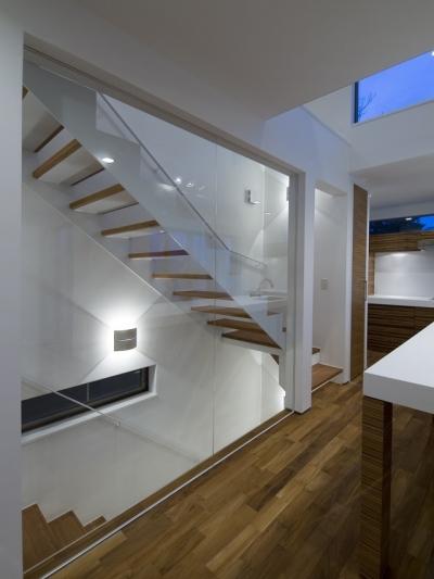 アウトドアリビングの家(4) (室内階段)