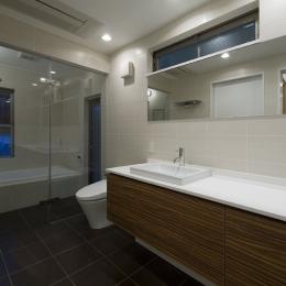 アウトドアリビングの家(4) (広々とした洗面スペース)