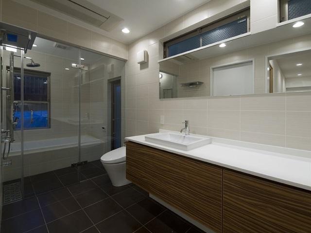 アウトドアリビングの家(4)の写真 広々とした洗面スペース