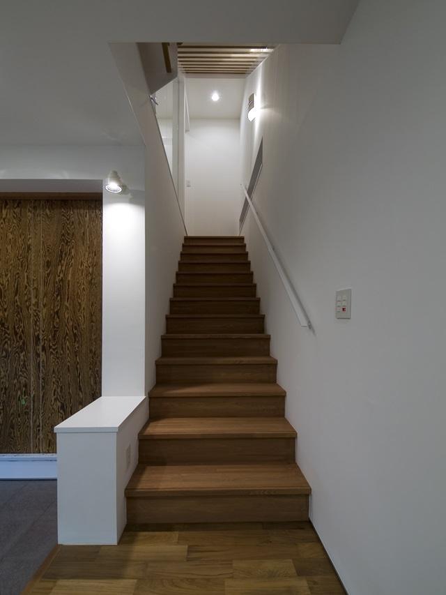 アウトドアリビングの家(4)の写真 階段