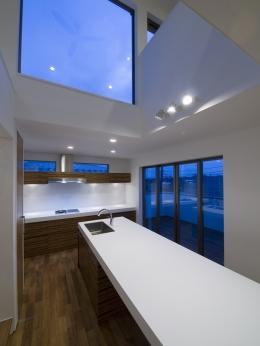 アウトドアリビングの家(4) (キッチン上部)