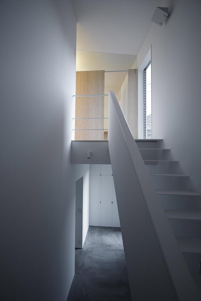 調布の家の写真 階段 1