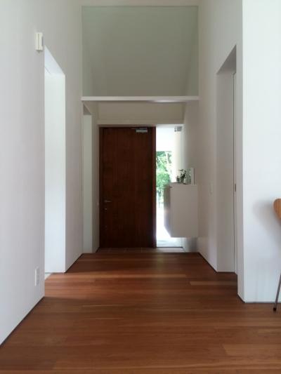 玄関 (木立のいえ)