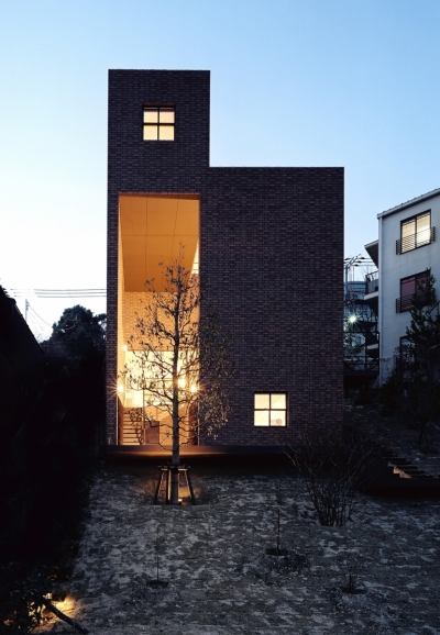 傾斜地の家 (東側夕景)