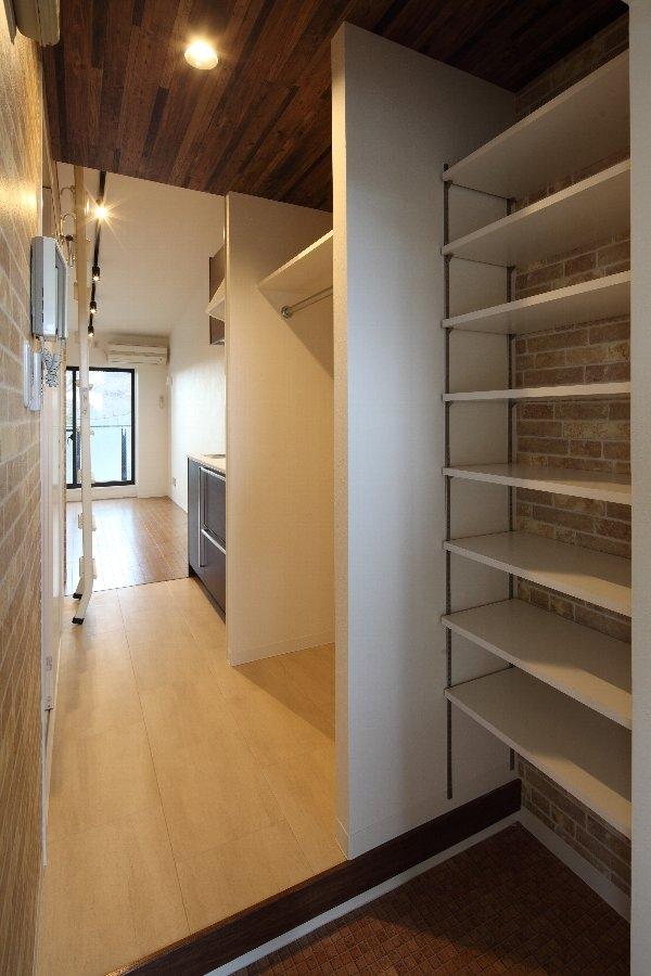 町田市「アンティ玉川学園」:賃貸ワンルームリノベーションの部屋 302号室玄関収納