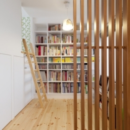 柔らかな印象の無垢材を多用し、明るく、風通しよく、楽しい空間にリノベーション (書斎)