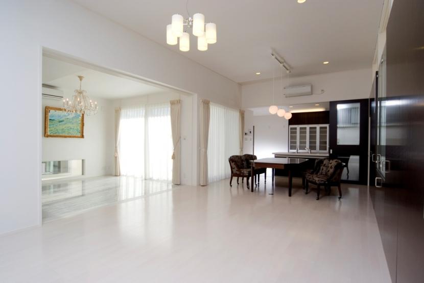 建築家:浦篤志「姫路網干の白亜の邸宅」