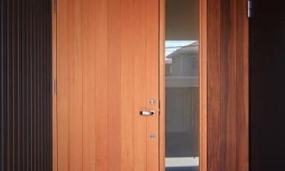 囲まれていてものびのび暮らせる家 (玄関)