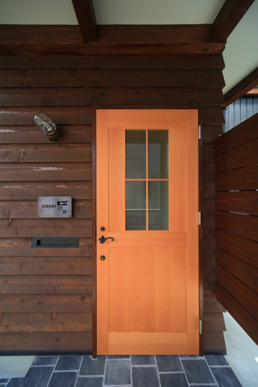 アトリエのある家~2人の好きなことを楽しむ家~ (玄関)