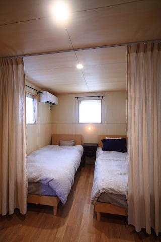 アトリエのある家の部屋 寝室