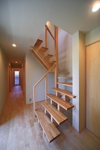シンプル+ナチュラルな家の部屋 階段