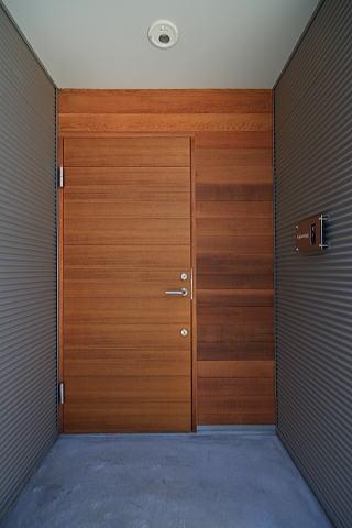シンプル+ナチュラルな家の写真 玄関