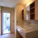 シンプル+ナチュラルな家の写真 洗面脱衣室