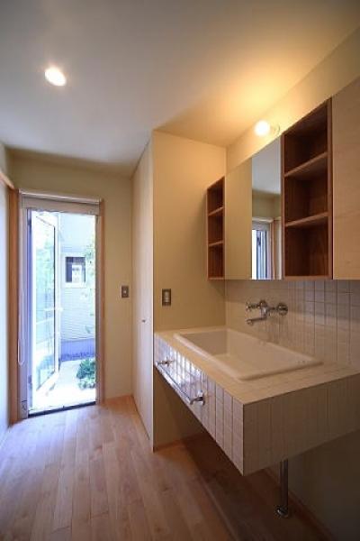 洗面脱衣室 (シンプル+ナチュラルな家)