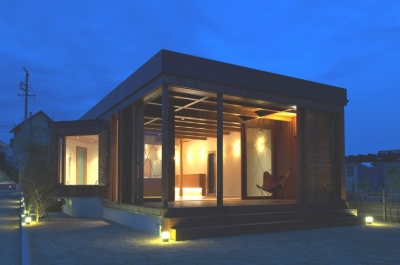 オーシャンヴューの別荘 (庭側夕景)