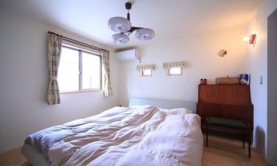 北欧家具と暮らす家~両親から譲り受けた古家の思い出をちりばめた家~ (寝室)