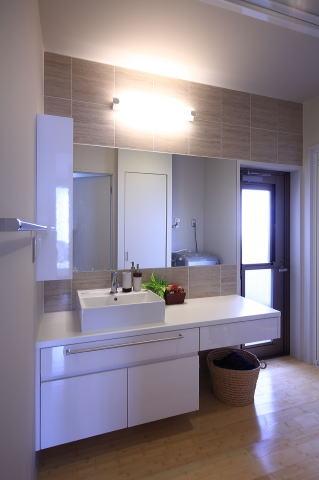 眺めのよい家の部屋 子世帯洗面