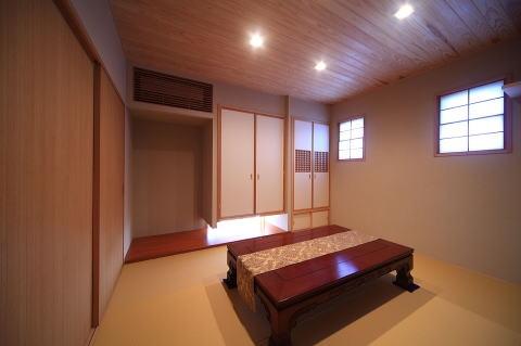 眺めのよい家の部屋 親世帯和室