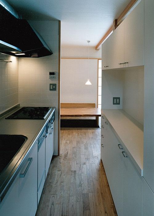 室町の家の部屋 キッチン(撮影:松村芳治)