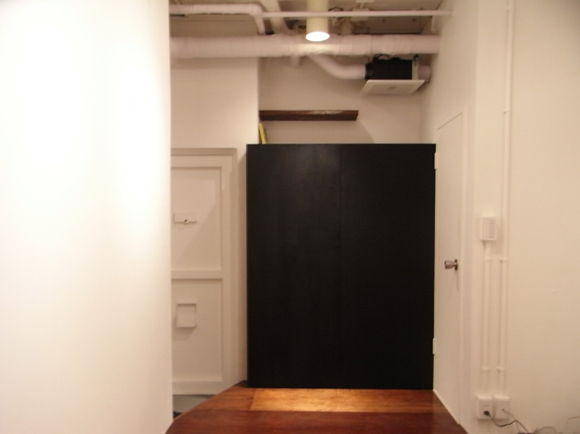 モルタルのテーブルとアクリルの収納~羊羹と寒天 (黒板のキッチン目隠し(close))