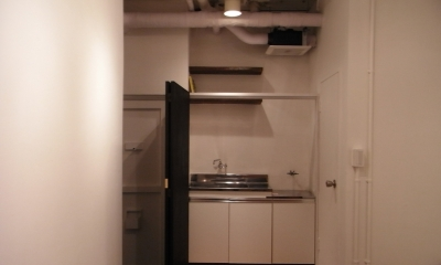 黒板のキッチン目隠し(open)|モルタルのテーブルとアクリルの収納~羊羹と寒天
