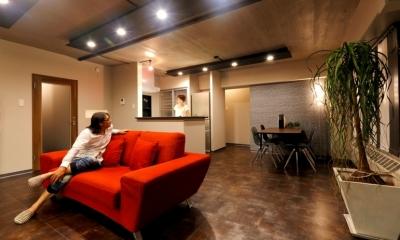 リビングダイニング|ヴィンテージマンションを モダンなインテリアが映える空間に