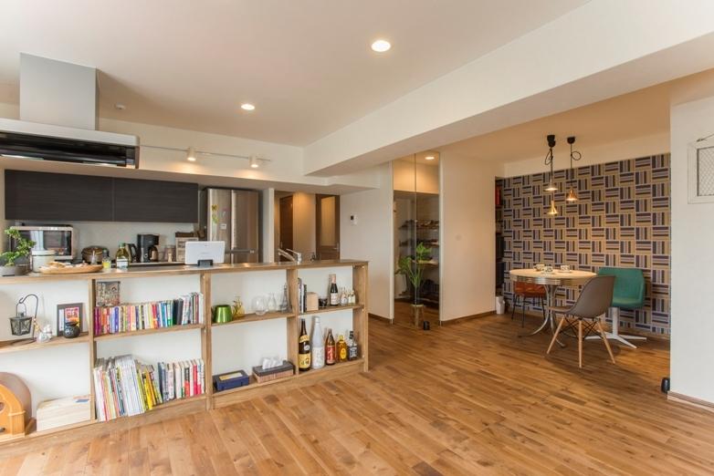 無垢のフローリングと 素材感が映えるプランニングの部屋 ダイニングキッチン