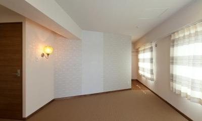 主寝室|無垢のフローリングと 素材感が映えるプランニング