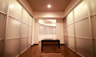 札幌の夜景が一望でき、 自然に包まれた 贅沢なマンションリノベーション (ウォークスルークローゼット)