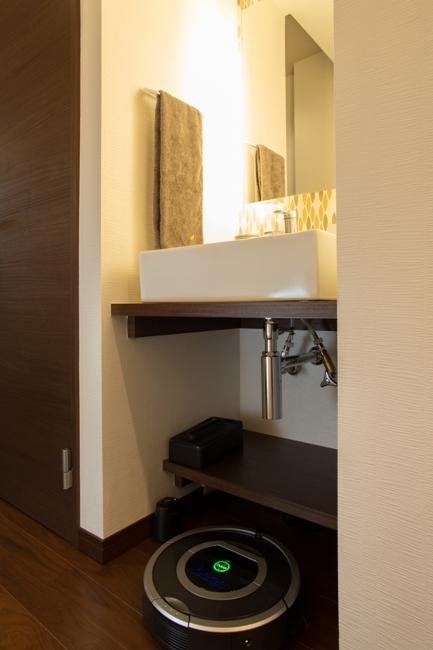 札幌の夜景が一望でき、 自然に包まれた 贅沢なマンションリノベーションの写真 手洗いブース
