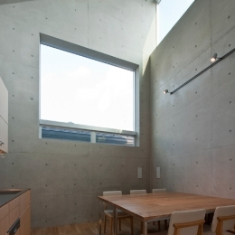 MKR [地下2階地上2階の家] 自邸 (大きな窓のあるダイニング)