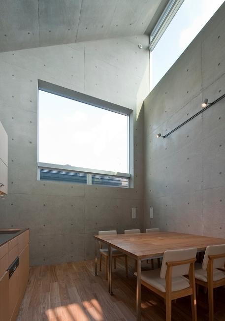 MKR [地下2階地上2階の家] 自邸の部屋 大きな窓のあるダイニング