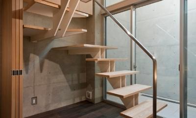 MKR [地下2階地上2階の家] 自邸 (光を通す階段)